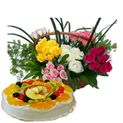 1/2 kg fresh fruit cake 24 Mix roses basket