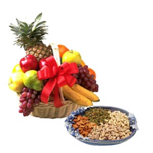 Hamper of 2 Kg Fresh Fruits with 1/2Kg dry fruits