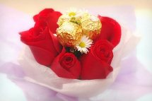 3 Ferrero Rocher chocolates and 3 red roses in the same bouquet