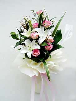 White Liliums and Pink Roses bouquet