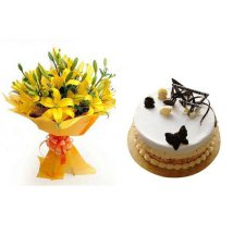 1/2 kg White forest Cake with Yellow Lilies bouquet