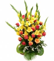 24 Yellow Gladiolli+ Roses in Hand Bunch
